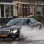 大雨はタイヤの納期にも影響しているという