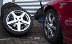 スタッドレスタイヤは4輪全てに装着を!