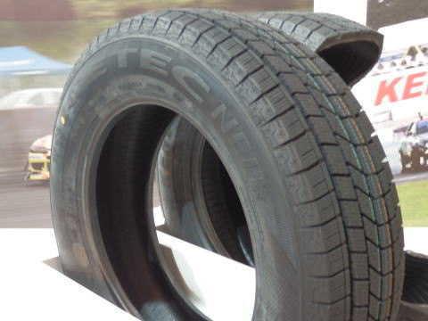 スタッドレス タイヤ 比較
